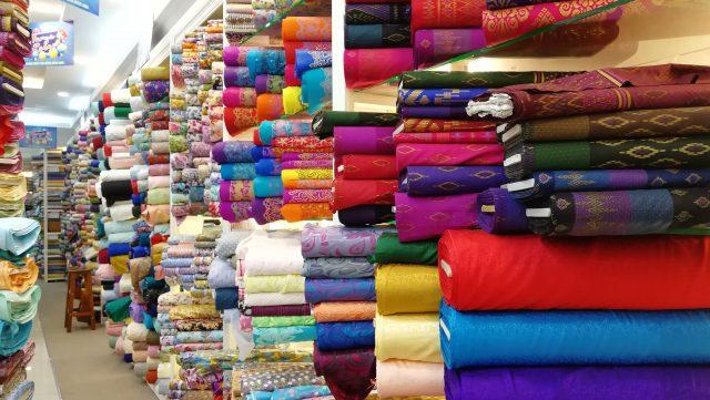 Hurtownia firan — poznaj 5 zalet korzystania z dużych sklepów